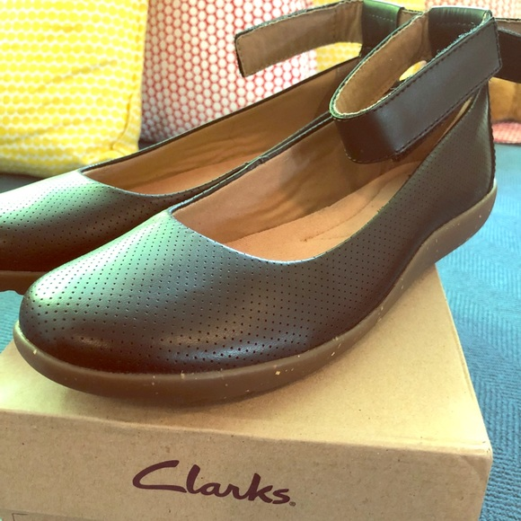 6f422ad0664 Clarks Shoes - Clark s leather flats( New with box )